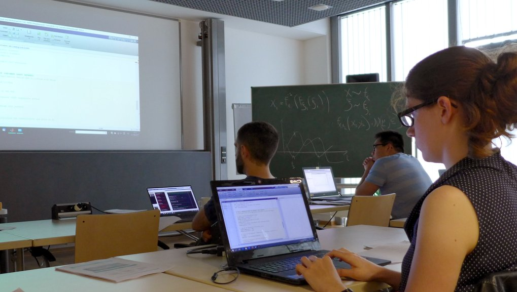 Practical exercise: Jennifer Uebbing is taking part in a special UQLab software tutorial during the IMPRS Summer School at the Max Planck Institute Magdeburg.